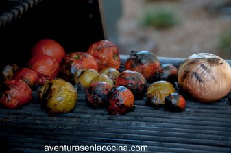 Tomates y cebollas rostizados