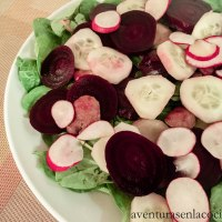 Ensalada de betabel y pepino con aderezo de Horseradish