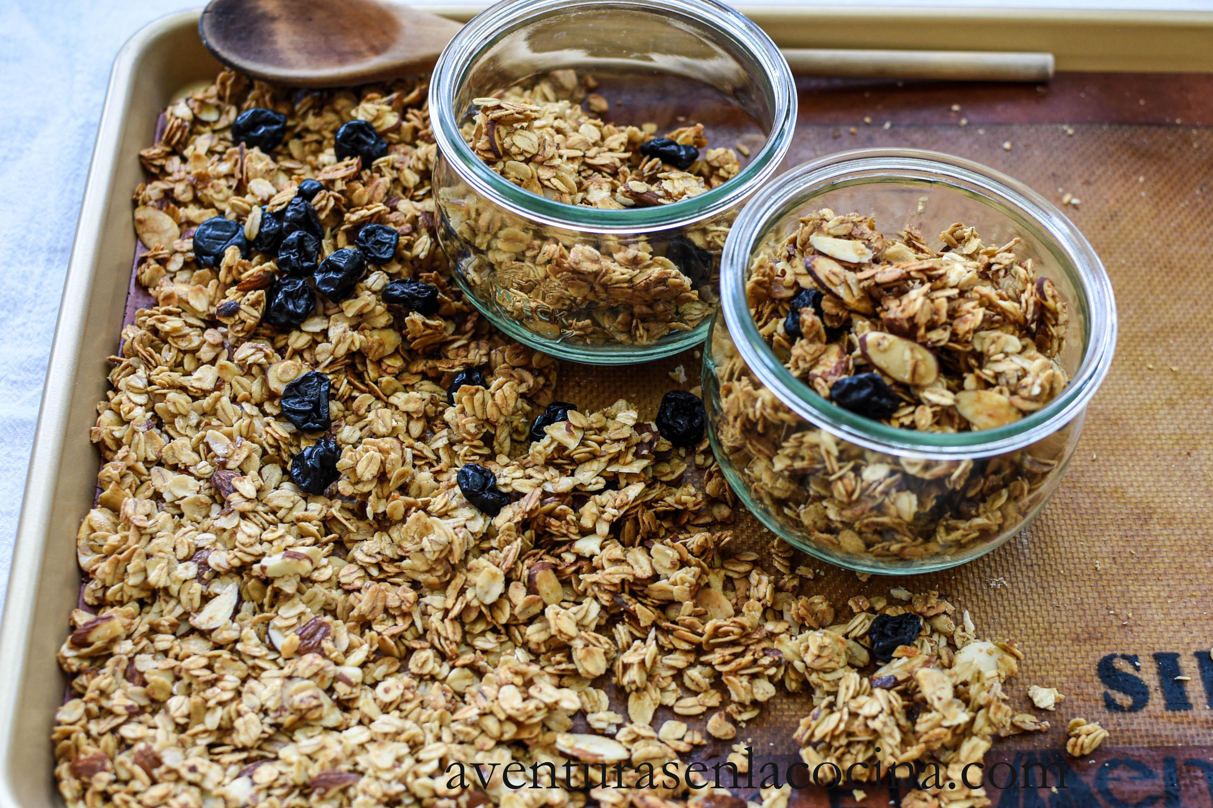 Granola de almendras, cerezas y vainilla